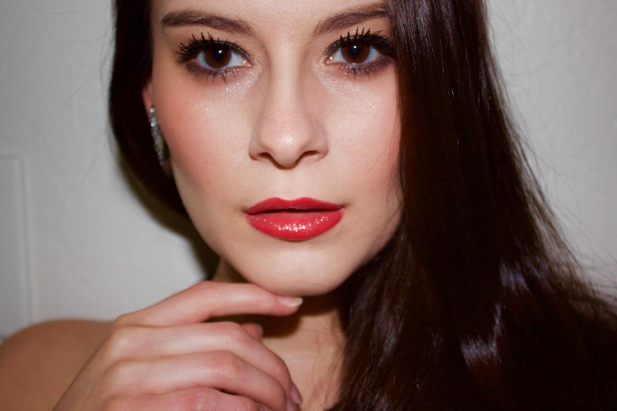 Constance Zimmer Makeup Look